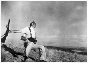 EL MILICIANO ABATIDO. Robert Capa, 1936.