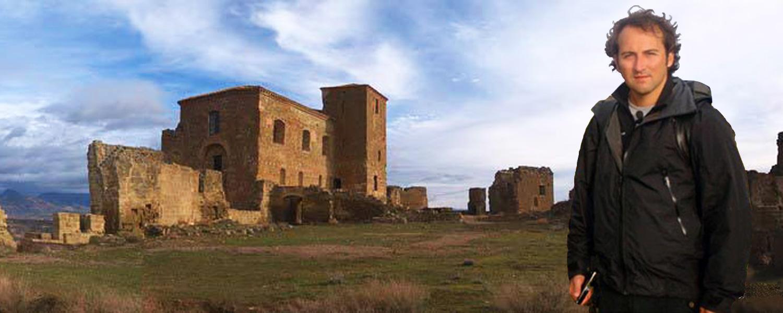 IKER JIMÉNEZ visita las inmediaciones del Castillo de Montearagón