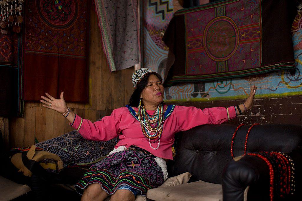 Olinda Silvano, maestra artesana shipibo, en su casa-taller de Cantagallo. Foto: Sergio Camacho.
