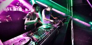 OCHO Y MEDIO DJ'S